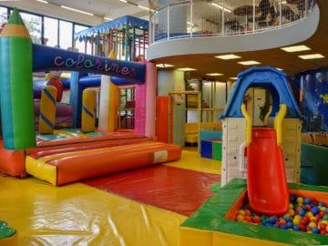 Balloons Χαλανδρίου.Παιδότοπος, φουσκωτά, ice rollers. Ο διάσημος πολυχώρος των βορείων προαστίων προσφέρει στα παιδιά πολλαπλές λύσεις διασκέδασης.