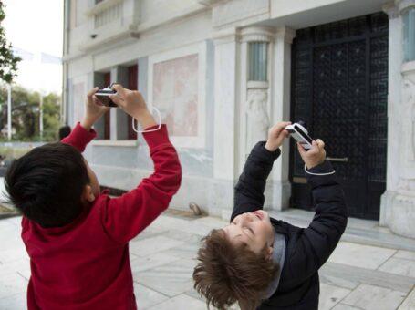 Γονείς και παιδιά ανακαλύπτουν την πόλη