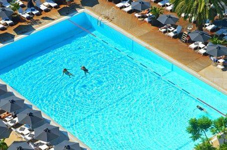 Πισίνα στο Hilton