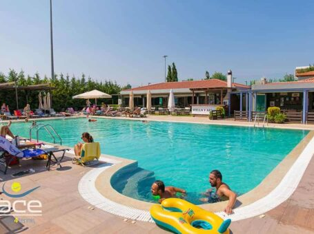 Πισίνα στο Ace tennis club
