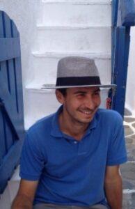 Ο αρχαιολόγος Άρης Σιχλιμίρης